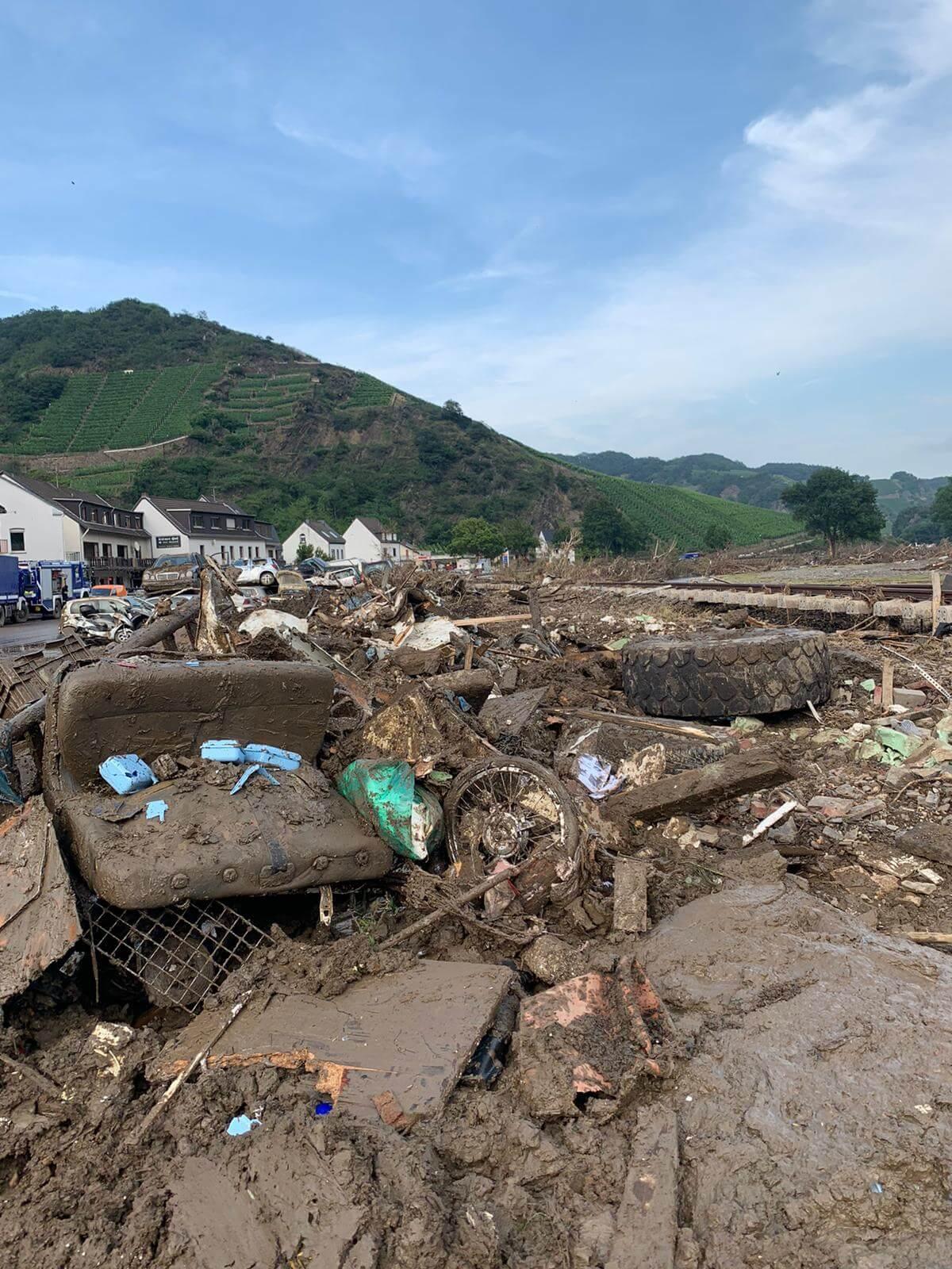 アール川洪水の被害に遭われた醸造所の支援活動に参加!